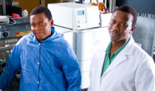 Chiedza Maponga, left, and Tinashe Mudzviti in a research lab.
